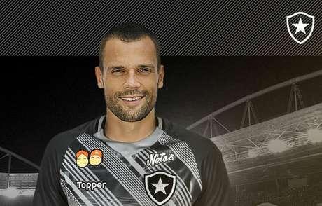 O goleiro Diego Cavalieri assina contrato com o Botafogo para 2019.