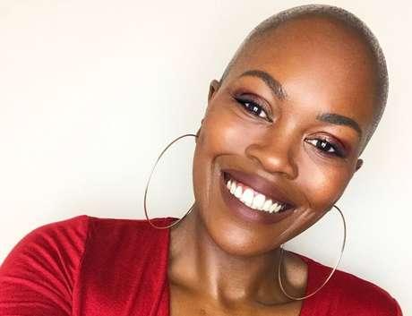 Gina Atinuke Knight conta que levou anos para ter orgulho de sua negritude