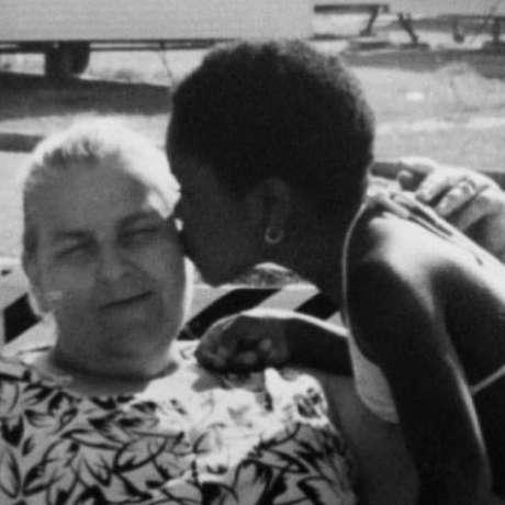 'Quando penso na minha mãe, sei que ela me amou', diz Gina Atinuke sobre a mãe adotiva