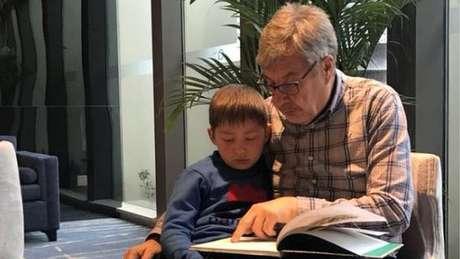 Ian aceitou um acordo que prevê a permanência de seu neto Jack na China