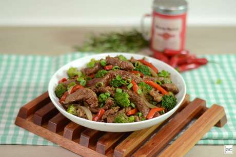 Carne com brócolis e molho de soja