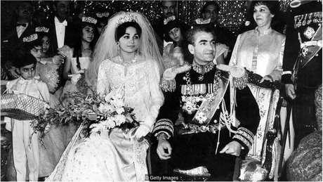 Farah se casou com o xá do Irã, Mohammad Reza Pahlavi, em dezembro de 1959