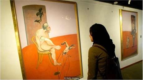 Censores removeram painel do meio de um tríptico de 1968 de Francis Bacon, mostrando dois homens nus deitados lado a lado