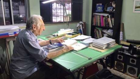 Família do aposentado Carlos Augusto ficou receosa, a princípio, com o fato de ele iniciar um curso superior aos 90 anos