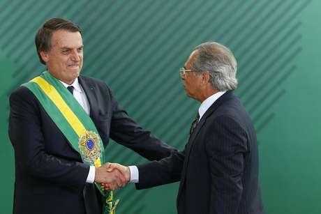 O presidente Jair Bolsonaro (PSL) empossa Paulo Guedes como ministro da Economia, no Palácio do Planalto, em Brasília, nesta terça-feira (1º). (01/01/2019)