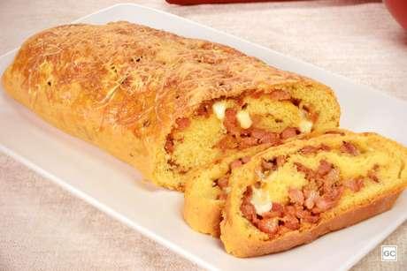 Pão de fubá com linguiça toscana | Produção: Livia Badan - Jobz Fotografia