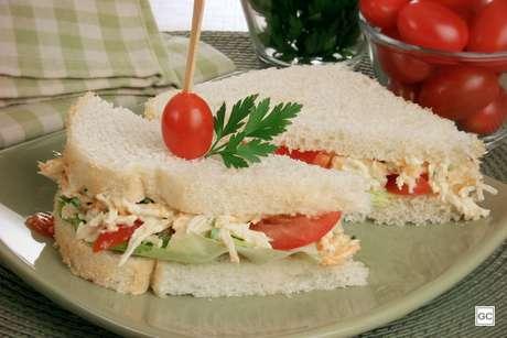 Sanduíche natural com frango desfiado |
