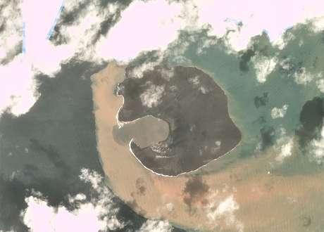 Minissatélite Dove registra imagens do vulcão uma semana após o desastre (30/12/2018)