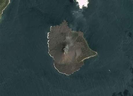 Imagem do vulcão Anak Krakatau antes do colapso, capturada pelo minissatélite Dove (17/12/2018)