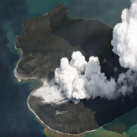 Imagem do vulcão Anak Krakatau quase duas semanas após o colapso que gerou o tsunami (02/01/019)