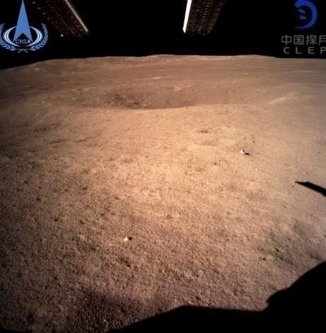 A China já compartilhou as primeiras imagens da superfície o lado desconhecido da Lua