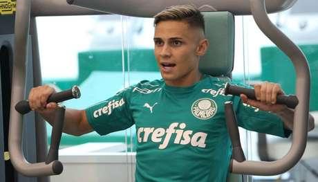 Raphael Veiga voltou de empréstimo e se reapresentou ao Palmeiras