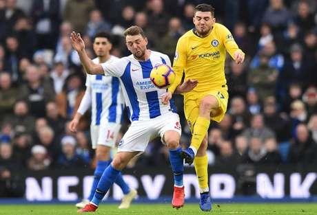 Duelo entre Brighton e Chelsea terminou com vitória dos Blues por 2 a 1 (Foto: AFP/GLYN KIRK)