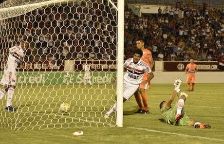 No detalhe, Gabriel Sara comemora um de seus três gols na estreia Copinha (Tetê Viviani/saopaulofc.net)