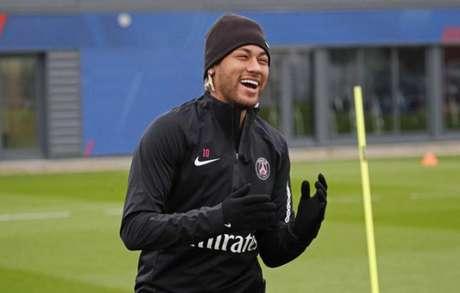 Neymar esteve na reapresentação do elenco do PSG nesta sexta-feira (Foto: Reprodução / Twitter)