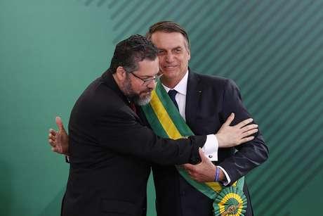 O presidente Jair Bolsonaro (PSL) empossa Ernesto Araújo como ministro das Relações Exteriores, no Palácio do Planalto, em Brasília.