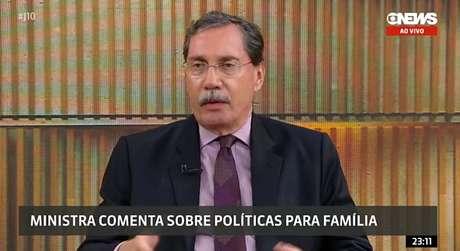Merval Pereira não poupou Damares Alves de 'perguntas-bomba'