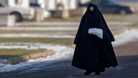 Alguns jornais de Israel comparam o Lev Tahor ao Talebã por causa das roupas que as mulheres têm que usar