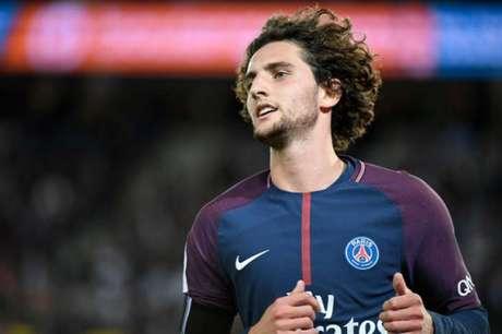 Rabiot foi afastado pela diretoria e não joga mais pelo PSG (Foto: BERTRAND GUAY / AFP)
