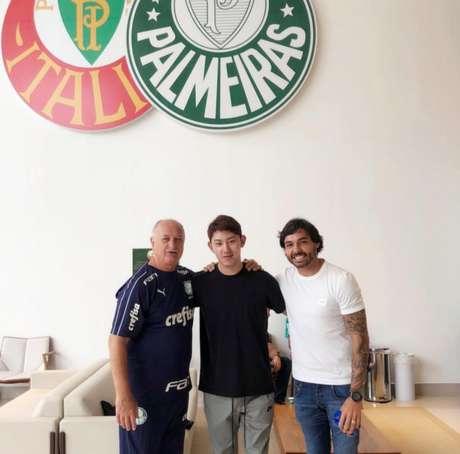Luiz Felipe Scolari tirou foto com o tradutor do Guangzhou, Nuno Gongsong, e Goulart (Foto: Reprodução)