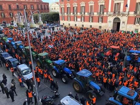 "Protesto dos ""coletes laranja"" na Itália"