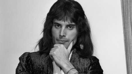 Freddie Mercury nasceu em Zanzibar, na costa africana, mas foi criado na Índia e em Londres
