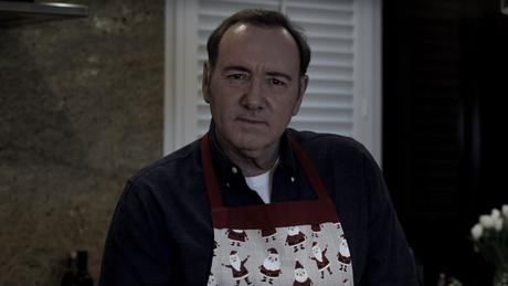 Kevin Spacey postou no Natal um vídeo peculiar no estilo de seu personagem de 'House of Cards'