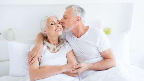 Abraços e beijos são essenciais para manter vínculos emocionais e físicos