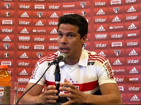 Hernanes concedeu entrevista em Orlando (EUA) nesta segunda (7)