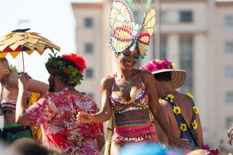 Integrantes de diversos blocos de Carnaval se reúnem para dar o pontapé inicial à temporada de folia
