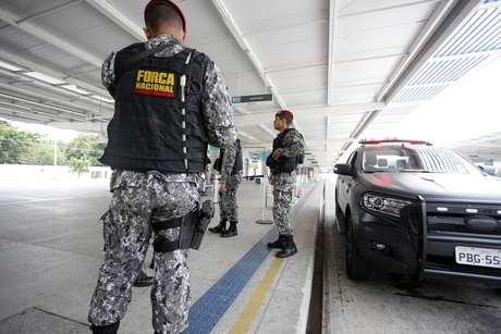 Movimentação de agentes da Força Nacional de Segurança no Terminal de Passageiros de Messejana em Fortaleza (CE), neste domingo (06)