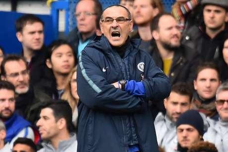 Sarri ainda comentou a necessidade de uma peça de reposição para os Blues (Foto: AFP)