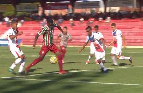 A equipe tricolor atacou o adversário desde o primeiro adversário (Foto: Reprodução/TV)