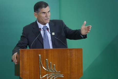 O novo ministro-chefe da Secretaria de Governo, general Carlos Alberto dos Santos Cruz, durante a cerimônia de transmissão de cargo dos novos ministros que trabalharão no governo do presidente Jair Bolsonaro