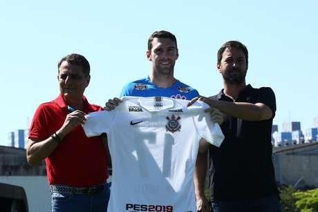 Mauro Boselli é apresentado oficialmente como novo reforço do Corinthians