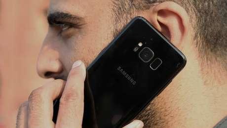 """A Samsung, que encabeça o mercado de Smartphones, afirmou que """"espera que os lucros se mantenham moderados no primeiro trimestre de 2019 devido às condições difíceis para o setor de chips de memória"""""""