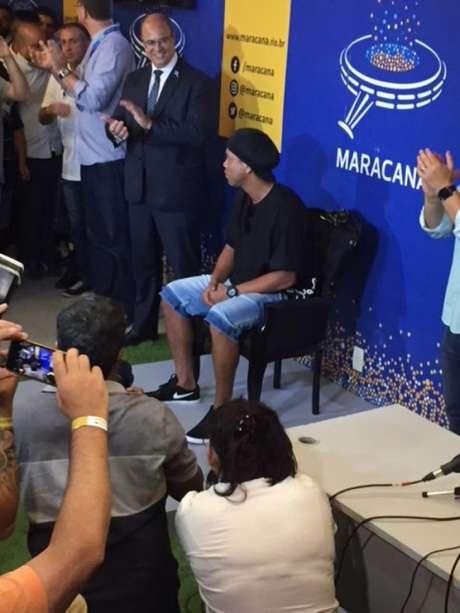 Ronaldinho Gaúcho é homenageado na calçada da fama do Maracanã (Foto: Carlos Bandeira de Mello)