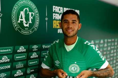 Renato é apresentado na Chapecoense nesta terça-feira (Foto: Divulgação/Chapecoense)