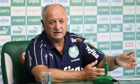Felipão concede entrevista coletiva após treinamento na Academia de Futebol do Palmeiras