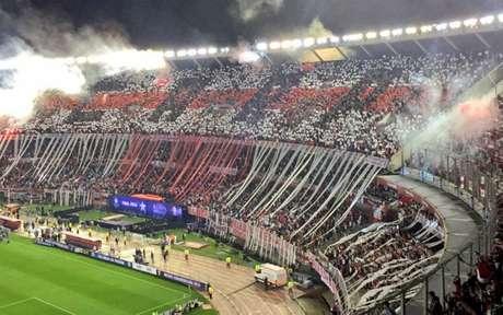 Bandeirões serão vetados e podem afetar festa de torcidas nos estádios (Foto: Divulgação)