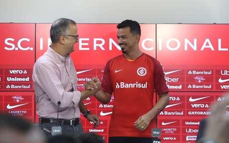Rodrigo Lindoso foi apresentado no Internacional