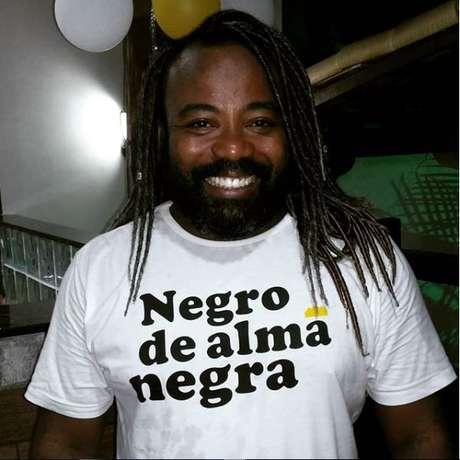 Rodrigo é cientista social especializado em direitos humanos e dramaturgo