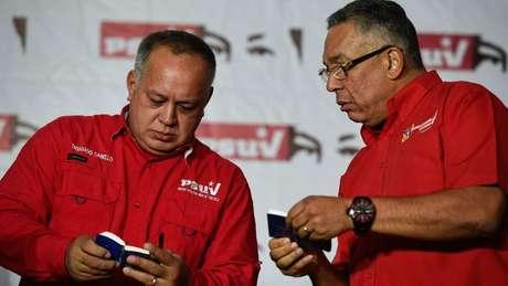 Diosdado Cabello (à esq.) deu os detalhes sobre a cerimônia de posse de Maduro
