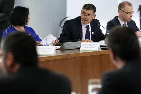 O ministro da Secretaria de Governo, general Santos Cruz (centro), fez ponderações em relação a promessas de Bolsonaro
