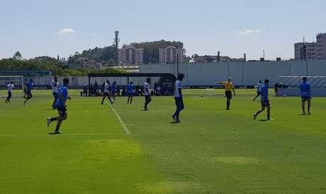 Corinthians e Nacional fizeram jogo-treino no CT Joaquim Grava (Foto: Guilherme Amaro)