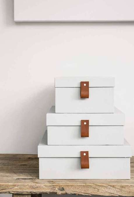 15. Invista em caixas organizadoras bem bonitas caso elas forem ficar expostas – Foto: Front Porch