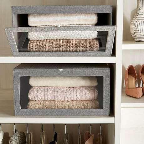 17. As caixas organizadoras com tampa também são muito utilizadas para organização do closet – Foto: The Container Store
