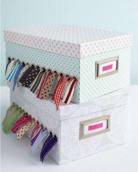 25. Que tal fazer a sua própria caixa organizadora? Para isso, basta personalizar uma caixa de sapato – Foto: Wood Save