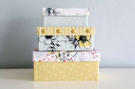 26. Caixas organizadoras decoradas para enfeitar a casa – Foto: Pinterest