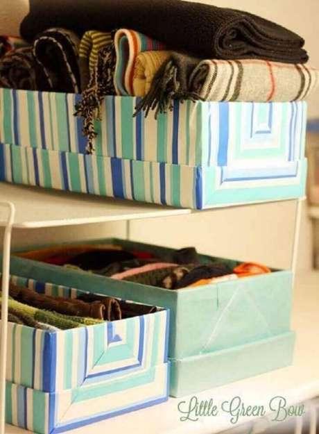 27. A caixa organizadora de papelão é perfeita para guardar objetos leves – Foto: Little Green Bow